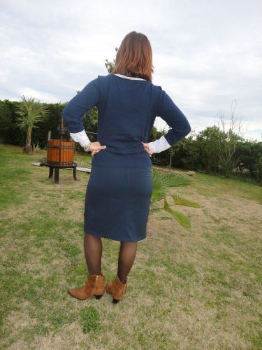 tailleur bleu marine,jupe mademoiselle,robes volages,coupe couzu,coupe-couzu